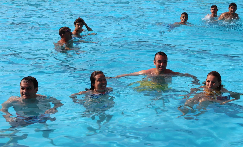 M s de usuarios 39 estrenan 39 la piscina del termet en for Horario piscina vila real