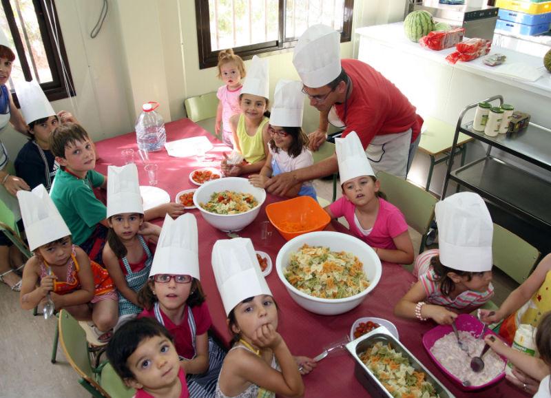 La upc clausura su escuela de padres con un taller de - Talleres de cocina en valencia ...
