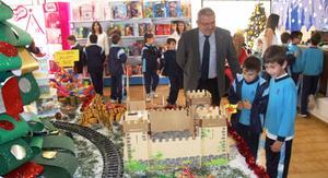 Els alumnes de Flors obrin el seu 'centre comercial' per Nadal