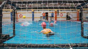 Un total de 125 xiquets i xiquetes participen aquest dissabte en la jornada de waterpolo del Campionat Multiesport escolar