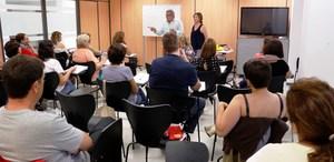 Normalitzaci� Ling��stica inicia els cursos de valenci� per a pares i mares
