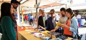 La Fira del Llibre obri les portes a quatre dies d'activitats i presentacions d'autors a la pla�a del Llaurador