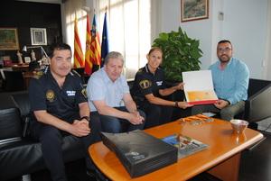 Benlloch felicita a l'agent Bego�a Bensach pels seus �xits en els VI Jocs Europeus de Policies i Bombers