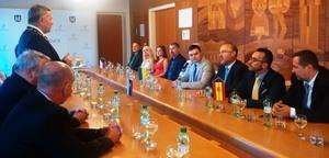 Vila-real i Michalovce acorden incrementar els intercanvis culturals per a promoure oportunitats en tots dos municipis