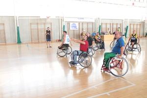 La Merla inicia les 24 hores de b�squet amb una exhibici� de jugadors amb cadira de rodes