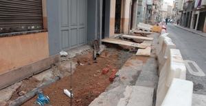 El carrer Mare de D�u dels �ngels es renova amb voreres m�s amples per a guanyar en seguretat i accessibilitat urbana