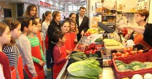 Un taller de cuina apropa el Mercat Central als xiquets i xiquetes de Vila-real