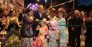 L'encesa de l'enllumenat obri la V Fira d'Abril de Vila-real a la Panderola