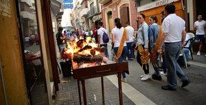 Vila-real reviu la tradicional Nit de Xulla pels carrers i penyes de la ciutat