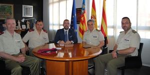 Benlloch tanca amb responsables de Defensa la celebraci� de la primera jura de bandera civil a Vila-real
