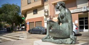El Pla d'Embelliment Urb� apropa l'art al carrer i als barris amb el trasllat de l'escultura d'Octavio Vicent a l'Hospital