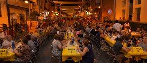 El Sopar de ve�ns impulsa la participaci� en l'equador de les festes