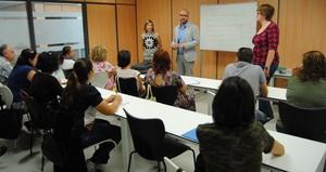 El curs de valenci� per a mares i pares comen�a les classes a l'Espai Jove