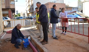 Serveis P�blics millora l'entorn del carrer dels M�rtirs de la Independ�ncia amb la renovaci� les voreres i canalitzacions