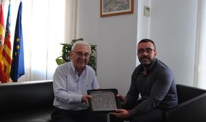 Benlloch reconeix la tasca de l'arxiver municipal, Vicent Gil, i l'acomiada en la seua jubilaci�