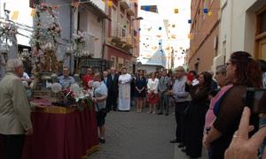 Els ve�ns del barri del Pilar mostren la seua devoci� per la Verge