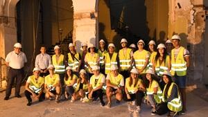 Alumnes d'Arquitectura T�cnica de la UJI s'interessen per les obres del Gran Casino i el Teatre Tagoba
